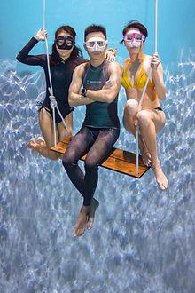 freedivers underwater photography