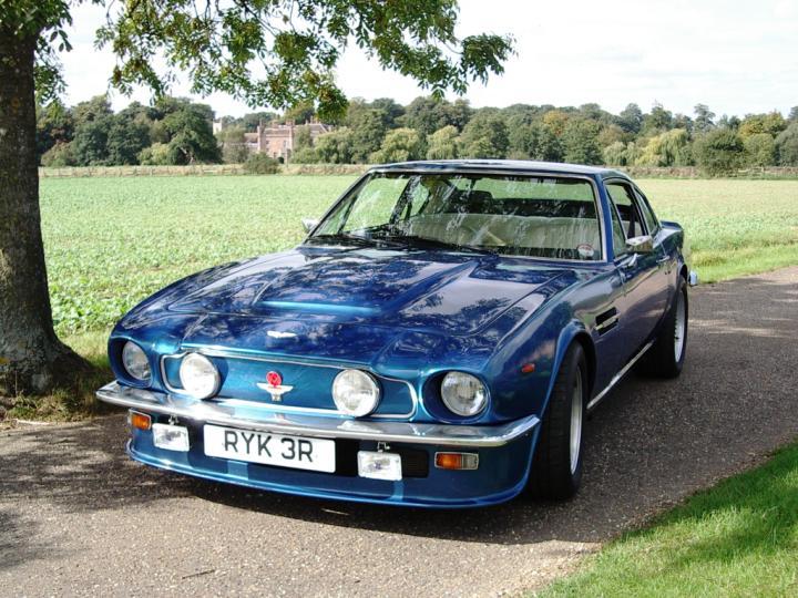 Aston Martin DBV8