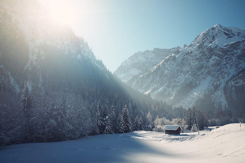 Зимовье со снегом