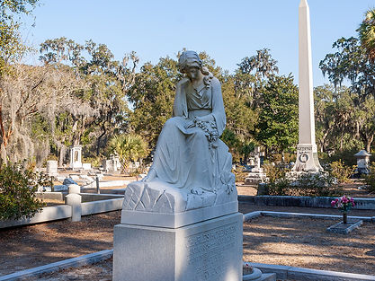 A peaceful stroll through Bonaventure Cemetery, one of the most beautiful places in the world located in Savannah, Georgia