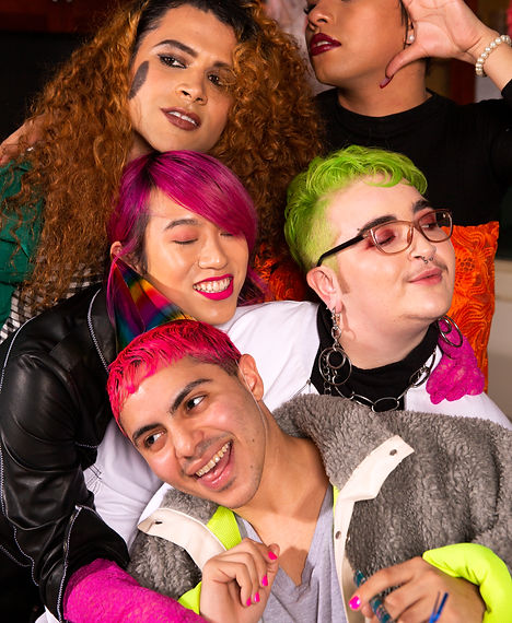 A group of friends of varying genders ta