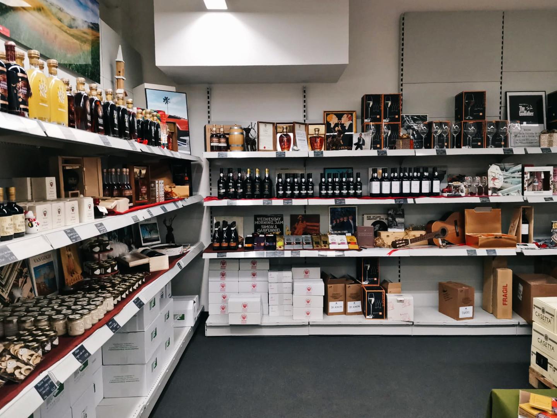 Portwein, Liköre, Schokoladen und Weingläser