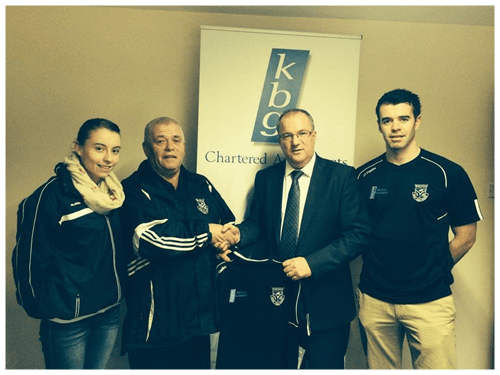 Paddy Keavney Presents training tops to Drumalee GFC