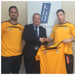 Paddy Keavney Presents training tops to Ballinagh GFC
