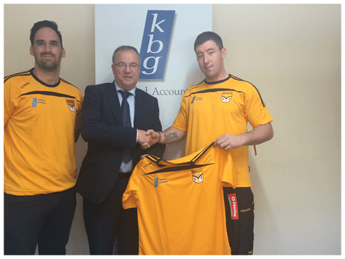 Paddy Keavney Presents training tops to Ballinagh GFC