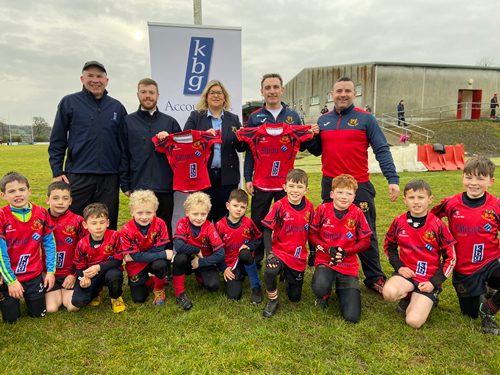 Jersey presentation to Cavan Mini Rugby by sponsors Elliott Construction and KBG Accountants. Back row : Mark Reilly KBG, Conor Leddy KBG, Janice Poyntz Co. Cavan Rugby president, Daragh Elliott Elliott Construction and Johnny Molloy Co. Cavan Rugby. Front row the future stars of Cavan and Ireland rugby.