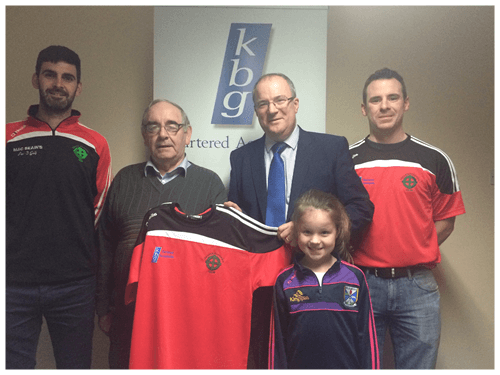 Paddy Keavney Presents training tops to Cornafean GFC