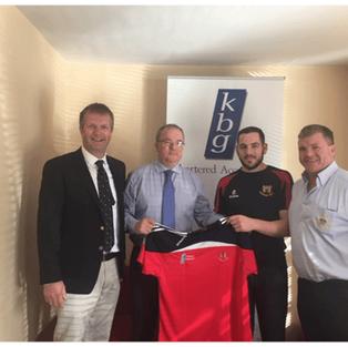 Paddy Keavney Presents training tops to Co. Cavan RFC