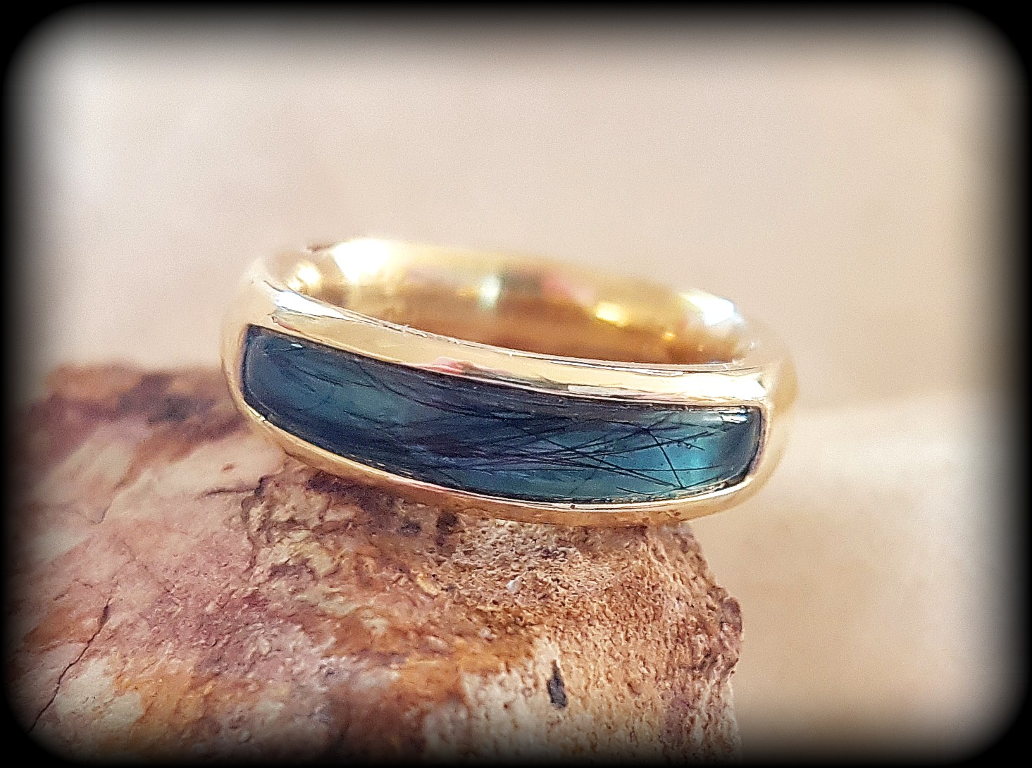 Single Inlay Ring in 9ct Yellow Gold