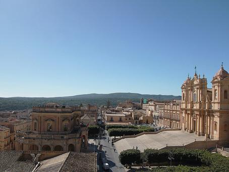 Juillet  2021  -  Horizons  -  La chaleur de l'été  -  Noto (Sicile)