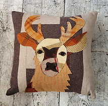 Aplique Deer Cushion