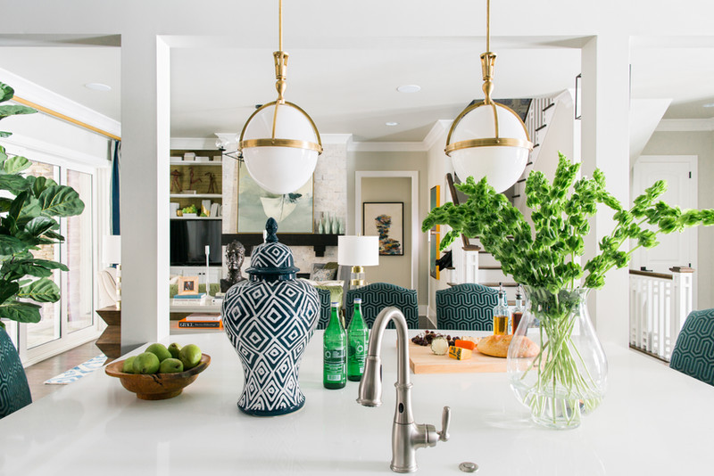sh2016_kitchen-island-looking-into-livin