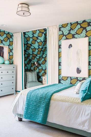sh2016_guest-room-bed-from-doorway_vjpg