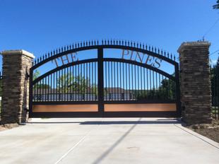 Driveway Gate_The Pines_1.jpg