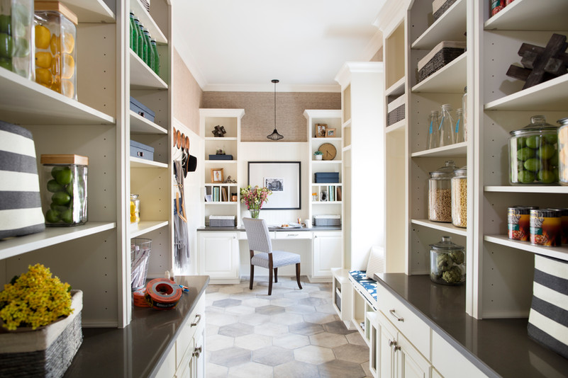 sh2016_kitchen-pantry-wide-from-kitchen_