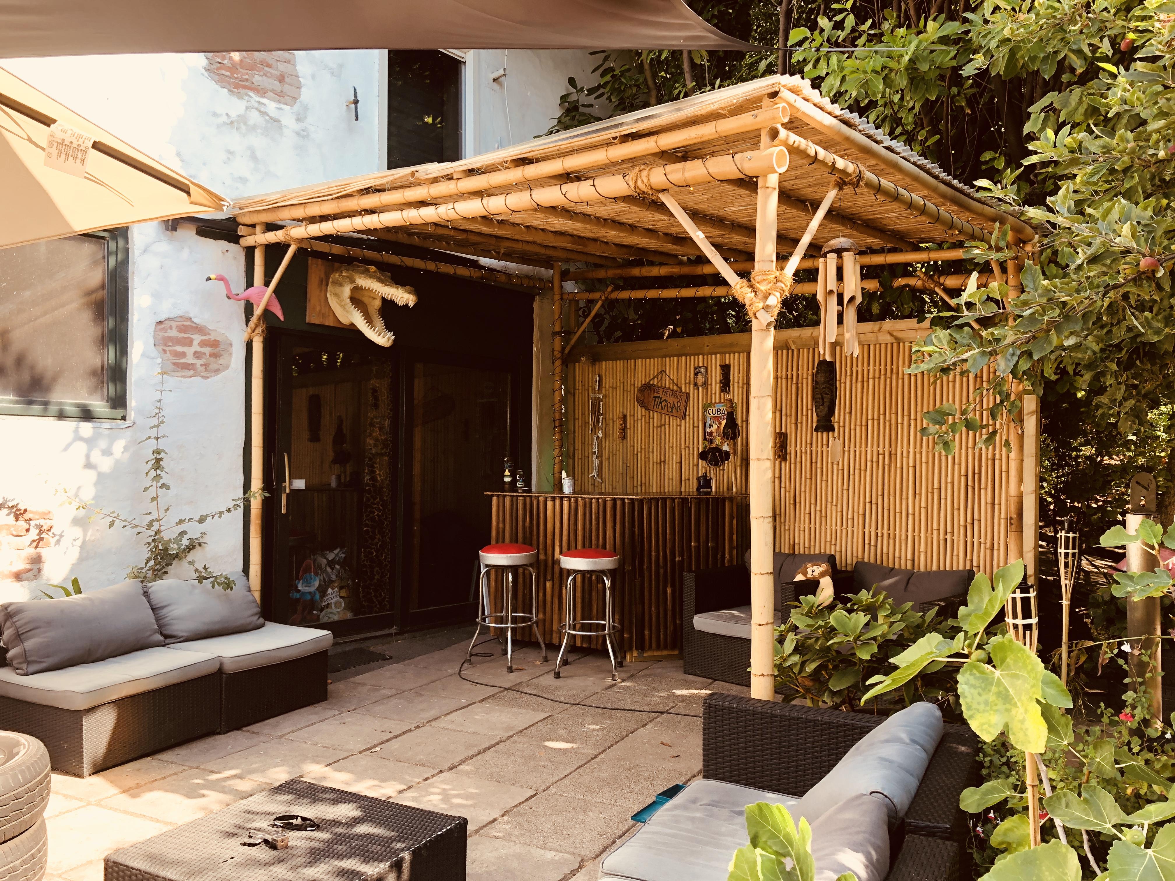 Tiki bar on the theatre terras