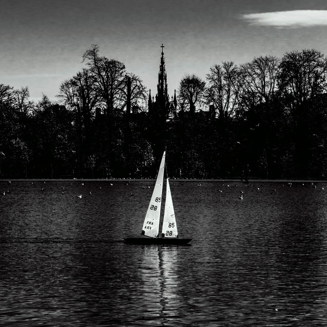 BOATING ON THE ROUND POND