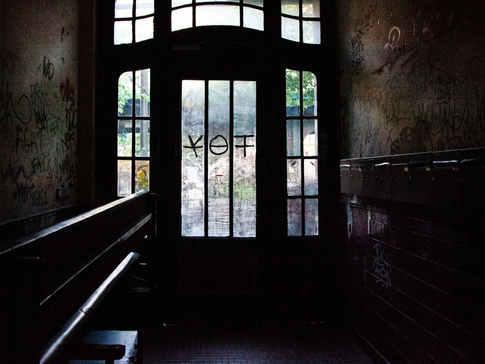 BERLIN DOOR 01 REVERSE