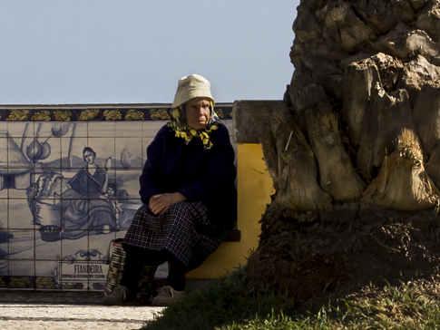 Lady Waiting, Madeira