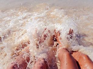 Les pieds dans la mer