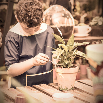 children-are-painting-potted-plants-made-of-pottery-close-up_edited_edited.jpg