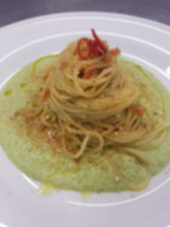 Spaghetti, broccoli, acciughe e peperonc
