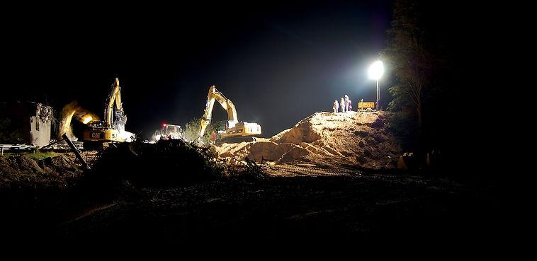night-construction-site-1580199_1920.jpg