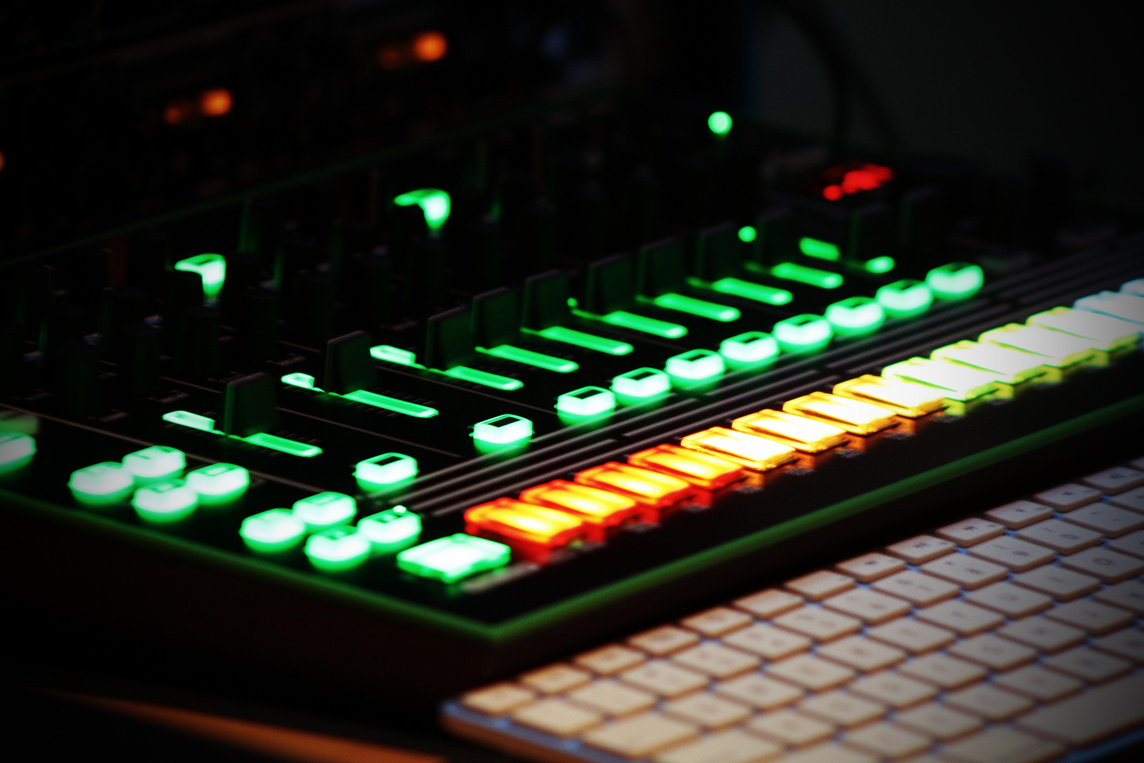 Roland TR 808/909