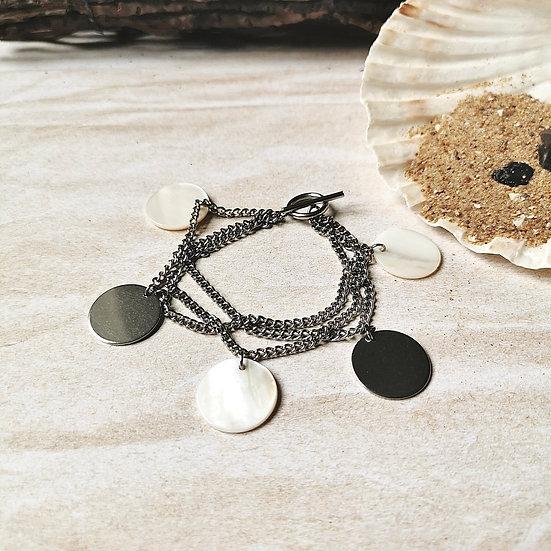 Bracelet multi rangs en acier inoxydable et breloques en nacre et argentés