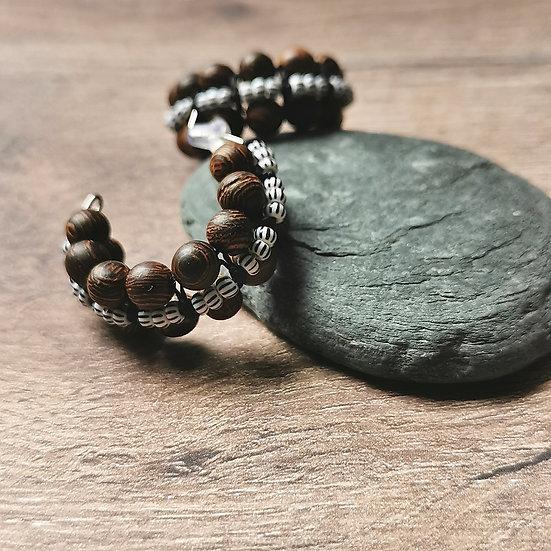 Boucles d'oreilles créoles et ses perles en bois tropical de Wengé