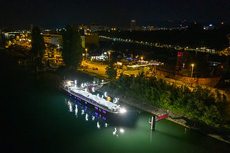 Lorin am Hafen.jpg