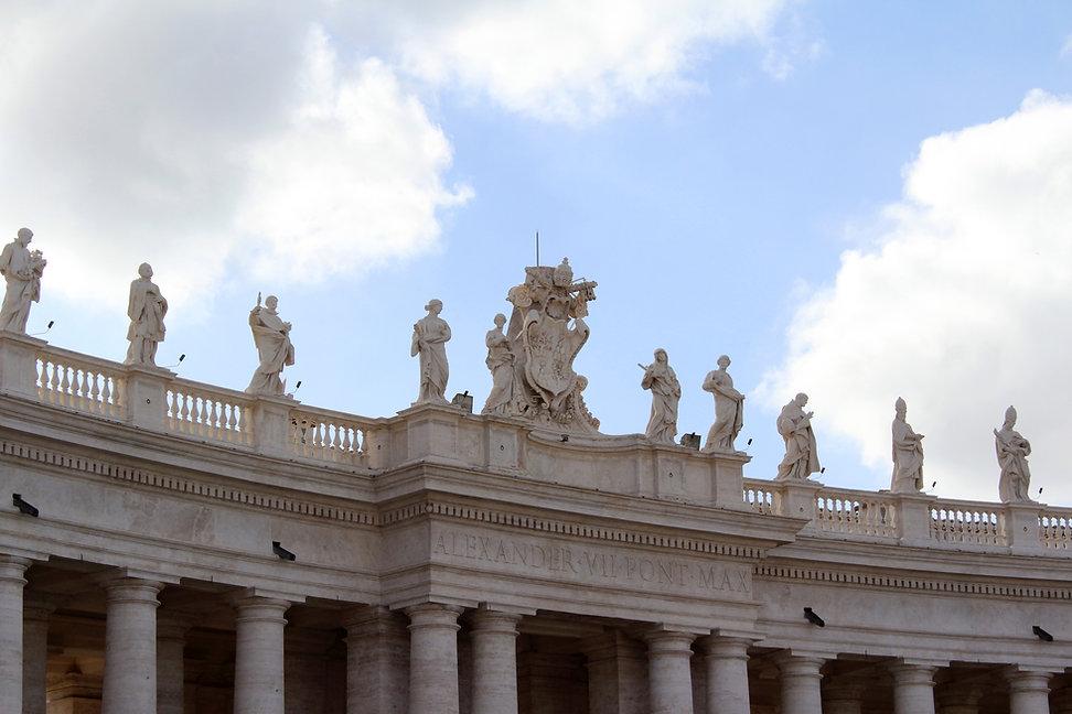 St-peter-s-basilica-colonnade-426859_edi