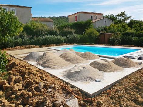 Aménagement extérieur d'une piscine à Nîmes #1