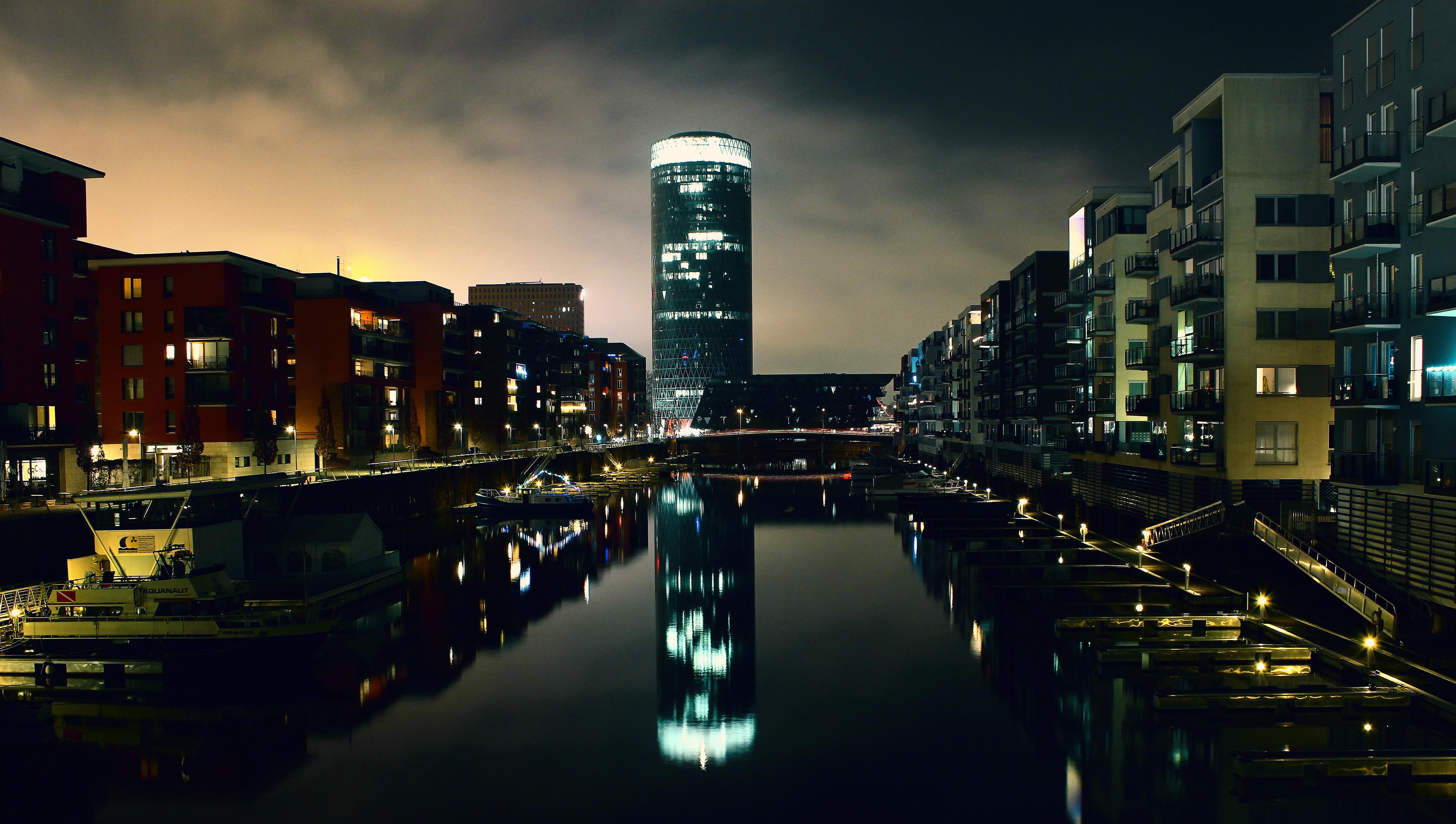 Spiegelung im Westhafen