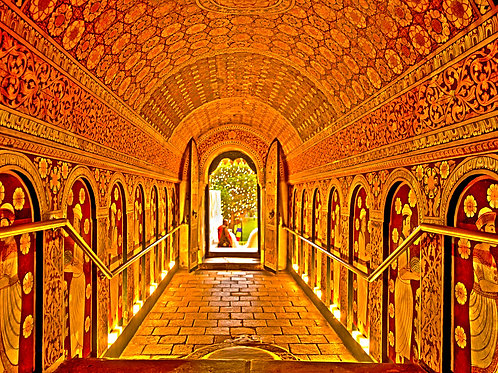 Kandy Temple Tunnel (Large Print)
