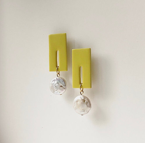 ASTRID IN LIME WITH LARGE FRESHWATER PEARLS