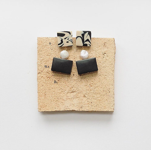 BON BON EARRINGS IN MARBLE & BLACK