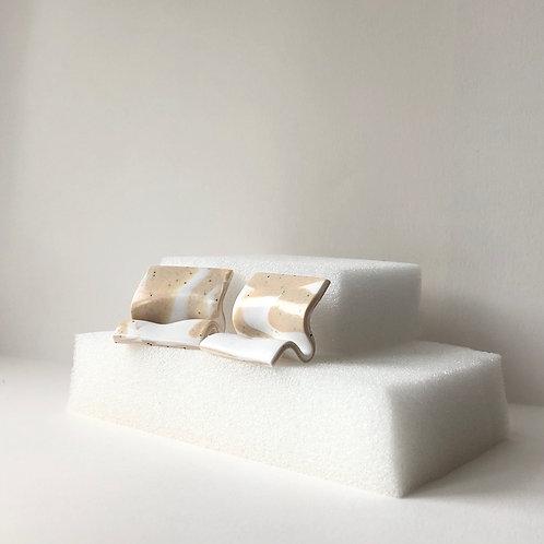 MINI SELINA IN WHITE & SPECKLED SAND