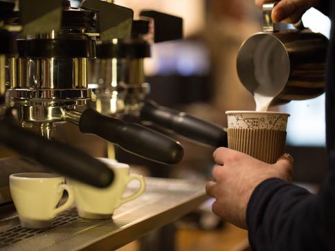 Barista Faire du café à emporter