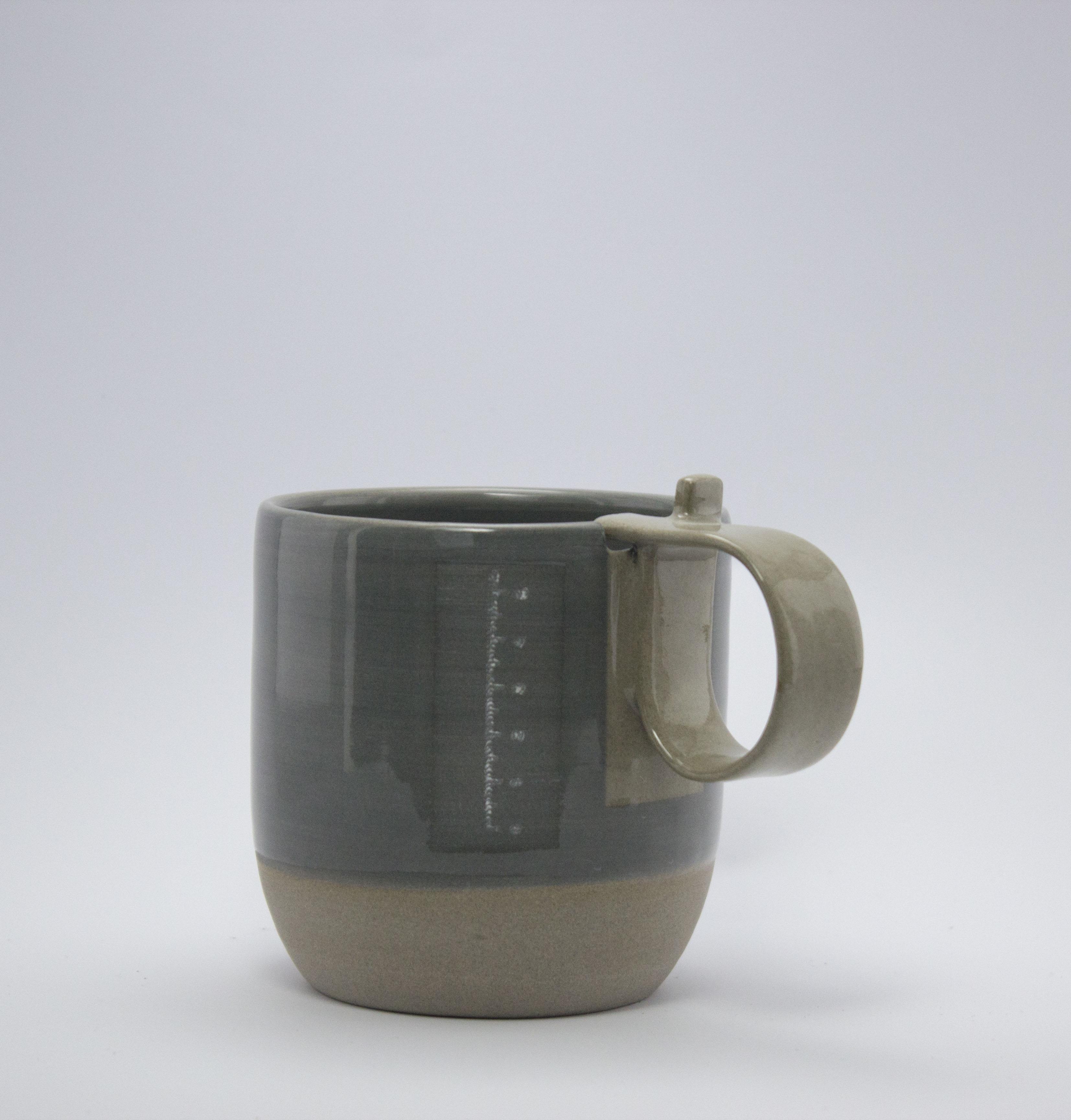 tasse grise et gris mesure 300