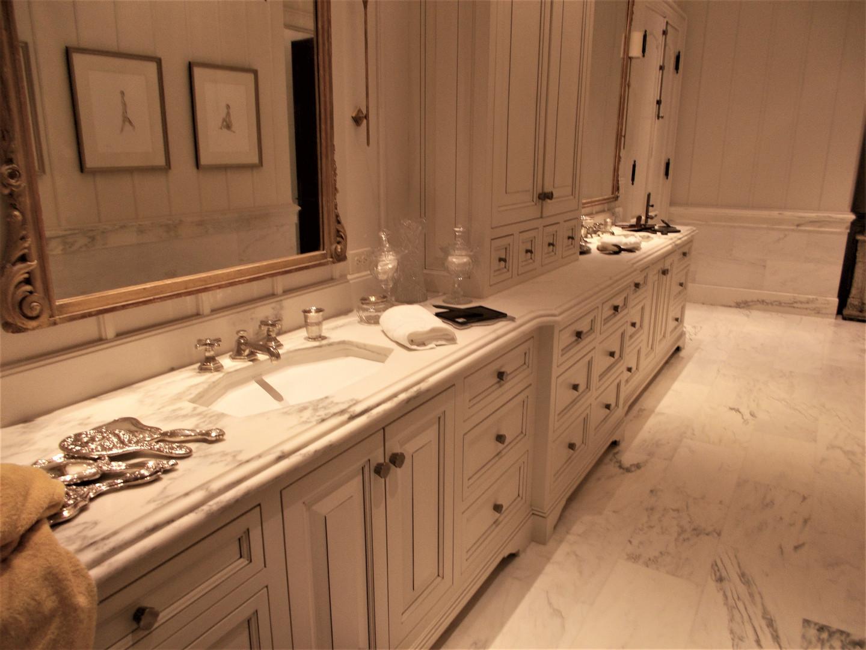 Double vanity bathroom cabinets