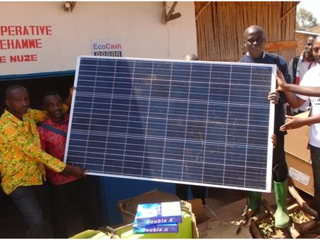 Don de la Fondation Arcanum à la coopérative DUSHIREHAMWE de Vugizo encandree par la FVS