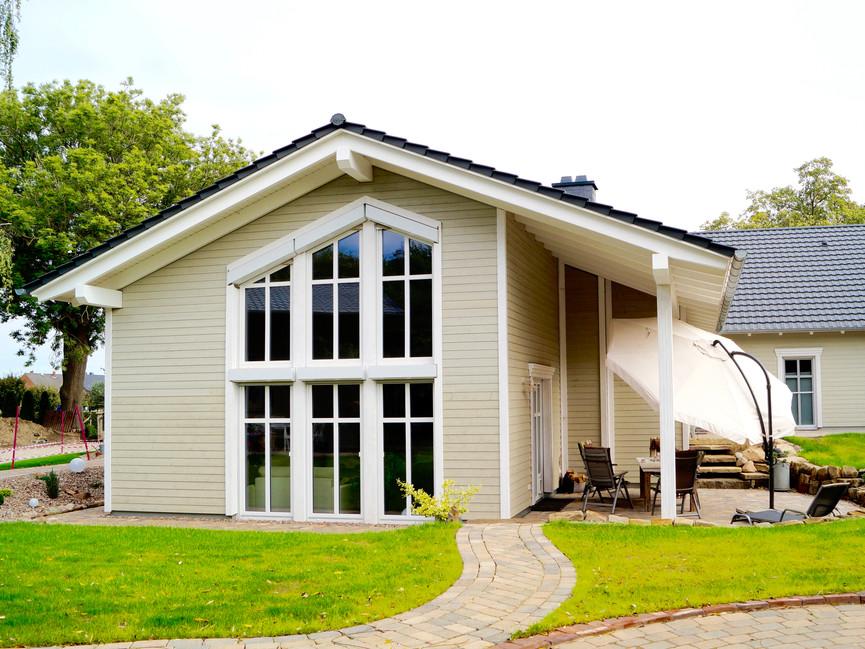 Holzrahmenbau mit Holzfassade