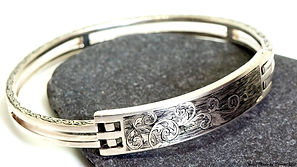 engraved%20bangle2_edited.jpg