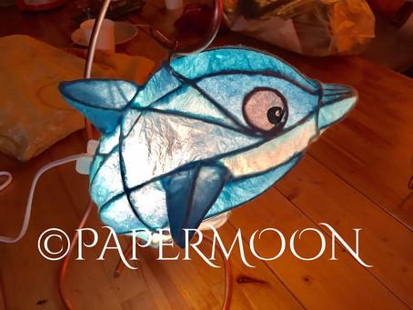 【生徒作品】イルカのランプ | 手作りライト照明教室 PAPERMOON(東京 自由が丘)