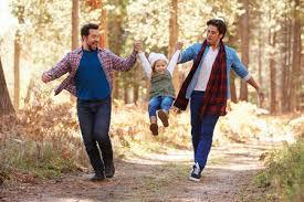 pareja homosexual adopción