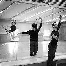 """Индивидуальные занятии по """"классике"""" и модерну для артистов балетадля участия в конкурсах и подготовке к поступлению в театры."""