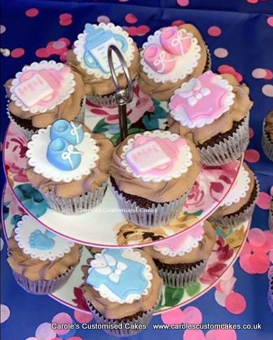 Mixed gender baby shower cupcakes