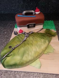 Green fish and bait box cake