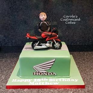 Honda 125 motorbike cake.jpg